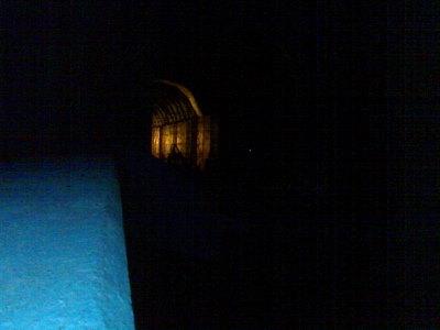 Aavemainen junatunnelin suu Porvarinlahdella