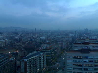 Aamu sarastaa Barcelonan yllä