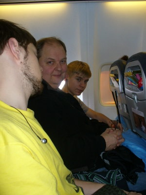Lentokoneessa kymmenisen tuntia istumista väsyttää