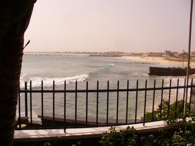 Näkymä hotellin poolilta merelle