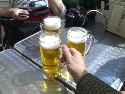 Katukahviloita riittää Wienissä, ja hyvää olutta!
