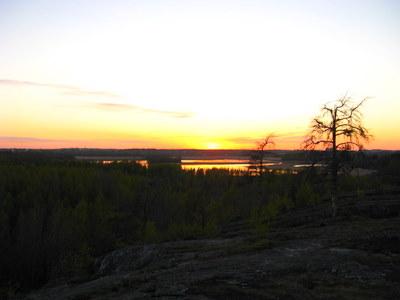 Auringonlasku hyndän kaltsilta