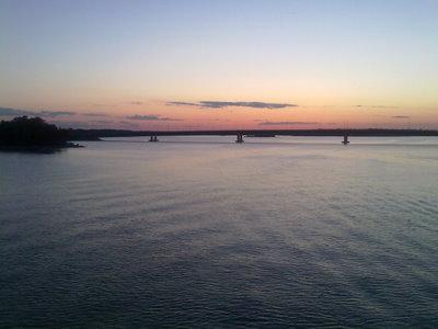 Lauttasaaren sillalta näkyy toinen Lauttasaaren silta