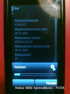 Uusi ohjelmisto ladataan puhelimeen