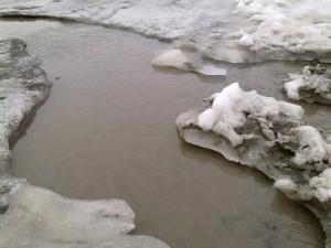 Lumi sulaa
